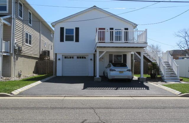 208 Henry Street - 208 Henry Street, Union Beach, NJ 07735