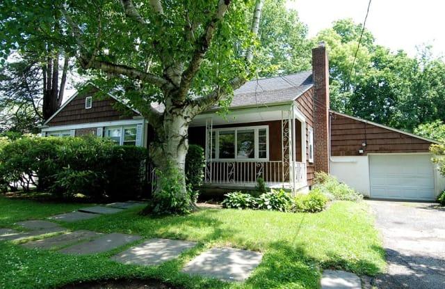 37 Pryer Lane - 37 Pryer Lane, Larchmont, NY 10538