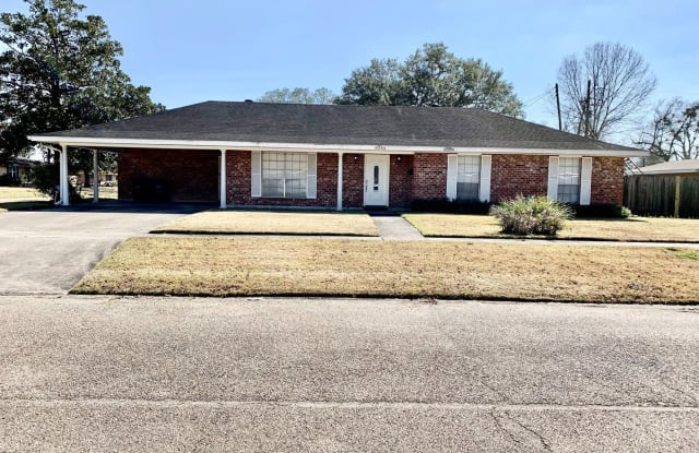 8266 Queenswood Ct. - 8266 Queenswood Court, Baton Rouge, LA 70806