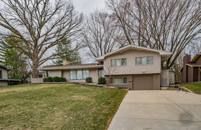 923 Edgewater Drive - 923 Edgewater Drive, Naperville, IL 60540