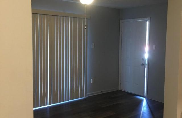 Clearbrook Village Apartments - 3516 Tall Oaks Cir, Memphis, TN 38118