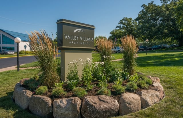 Valley Village Apartments - 600 N Lilac Dr, Golden Valley, MN 55422