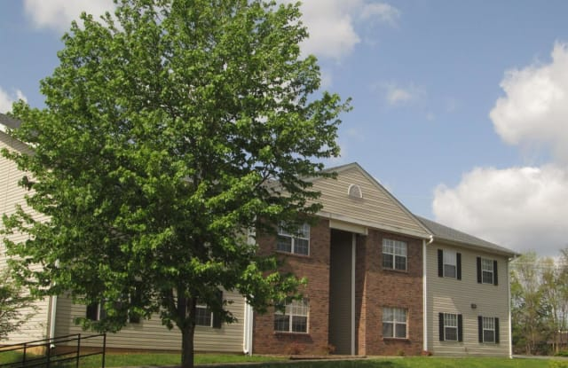 Stoneybrook Heights Apartments - 512 Swadley Rd, Johnson City, TN 37601