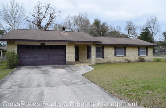5611 SE 4 ST - 5611 Northeast 4th Place, Marion County, FL 34470