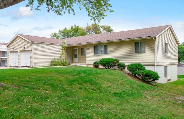Westwood Duplexes - 11611 Westwood Ln, Omaha, NE 68144