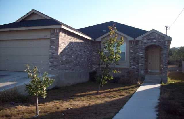 105 Dolly Street - 105 Dolly Street, San Marcos, TX 78666