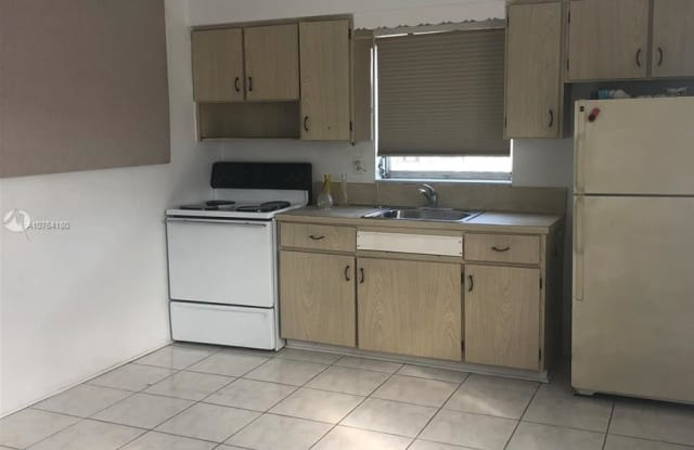 824 S 20th Ave - 824 South 20th Avenue, Hollywood, FL 33020