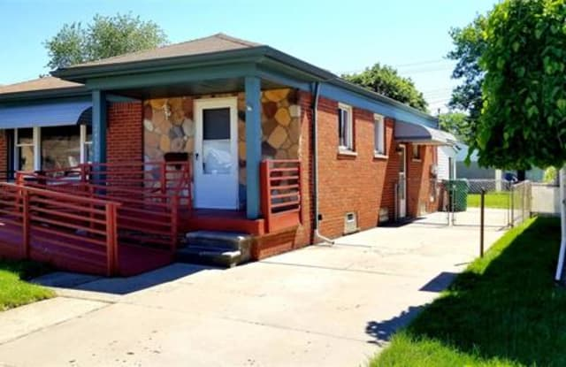 24592 GROVE Avenue - 24592 Grove Avenue, Eastpointe, MI 48021