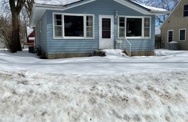 2122 Hickory Ln. - 2122 Hickory Lane, Cedar Falls, IA 50613