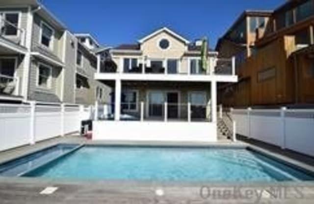 995 Oceanfront - 995 Oceanfront, Long Beach, NY 11561