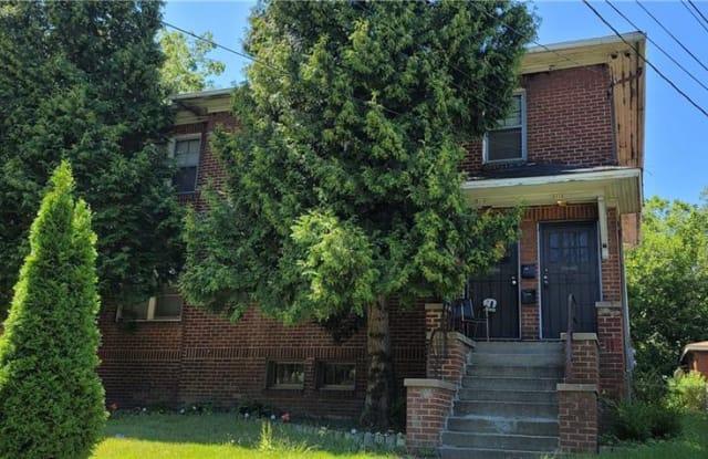 2424 Elm St - 2424 Elm Street, Youngstown, OH 44505