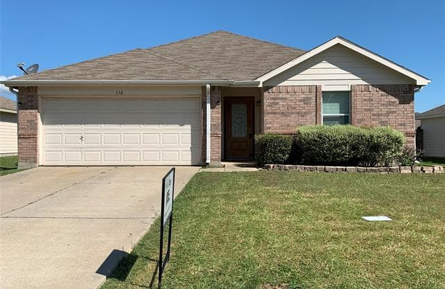118 Sandlewood Drive - 118 Sandlewood Drive, Terrell, TX 75160