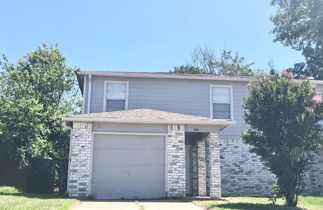 844 Summercrest Boulevard - 844 Northwest Summercrest, Burleson, TX 76028
