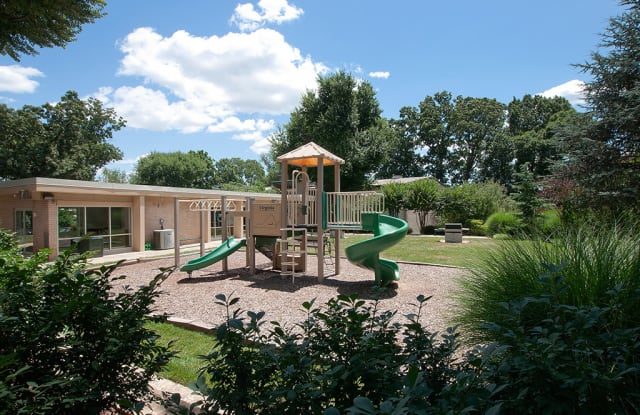 Tysons Glen and Devonshire Square Apartments & Townhomes - 2250 Mohegan Dr, Idylwood, VA 22043