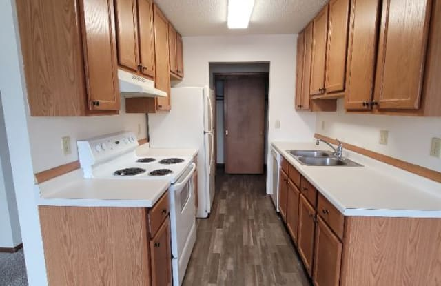 520 31st Ave N - 520 31st Avenue North, Fargo, ND 58102