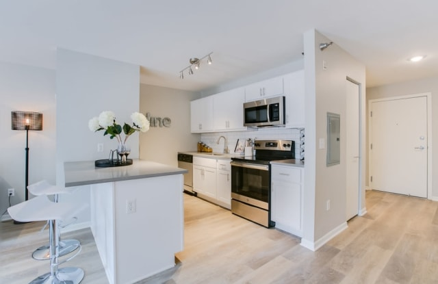 Loring Park Apartments - 1300 Yale Pl, Minneapolis, MN 55403