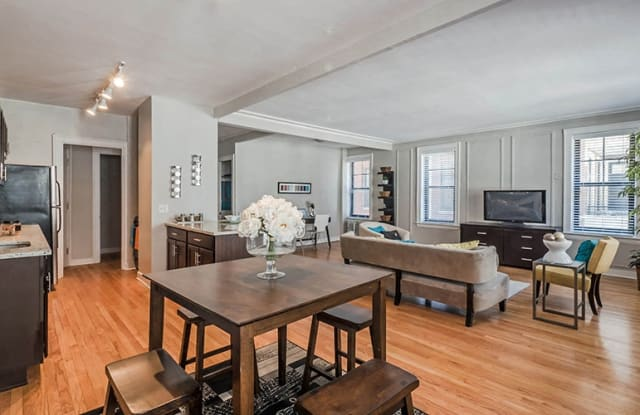 Reside on Surf - 425 W Surf St, Chicago, IL 60657