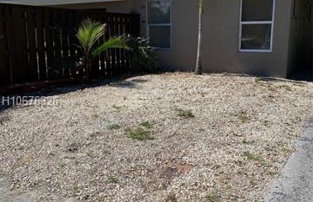 3285 SW 44 - 3285 SW 44th St, Dania Beach, FL 33312