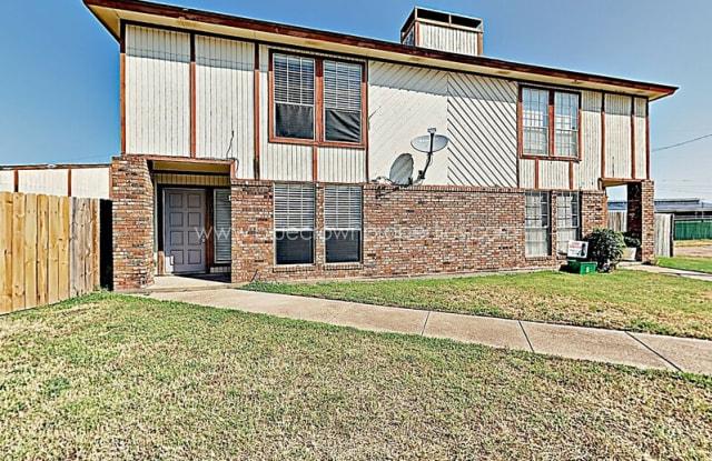 2202 Chase Ct - 2202 Chase Ct, Dalworthington Gardens, TX 76013