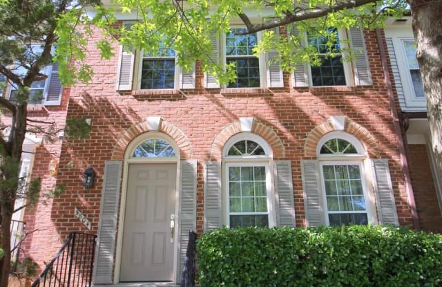 5804 APSLEY HOUSE COURT - 5804 Apsley House Court, Rose Hill, VA 22310