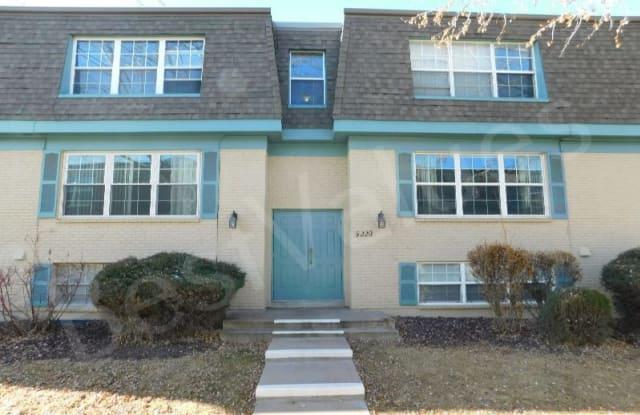 9220 E Girard Ave Apt 3 - 9220 E Girard Ave, Denver, CO 80231