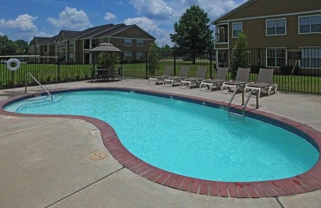 Madison Court Apartments - 1451 W Clayton St, Dayton, TX 77535