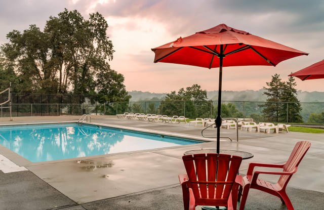 The Flats at Fox Hill - 1120 Fox Hill Dr, Monroeville, PA 15146