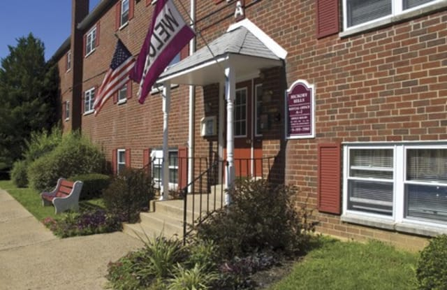 Hickory Hills Apartments - 315 Steele Rd, Feasterville, PA 19053