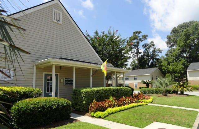 Sawgrass Apartments - 35 Crosscreek Dr, Charleston, SC 29412