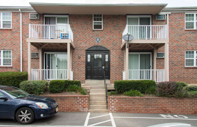 Pennsbury Court Apartments - 387 Plaza Blvd, Morrisville, PA 19067