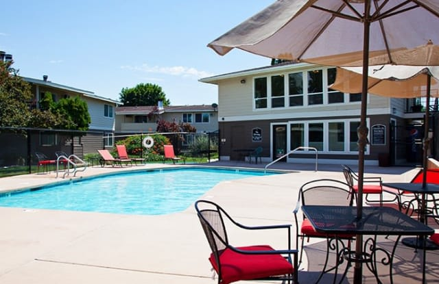 Clearwater Bay Apartment Homes - 5225 W Clearwater Ave, Kennewick, WA 99336