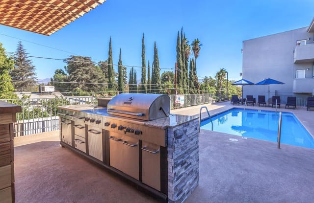 Oxnard Plaza Apartments - 11313 Oxnard St, Los Angeles, CA 91606