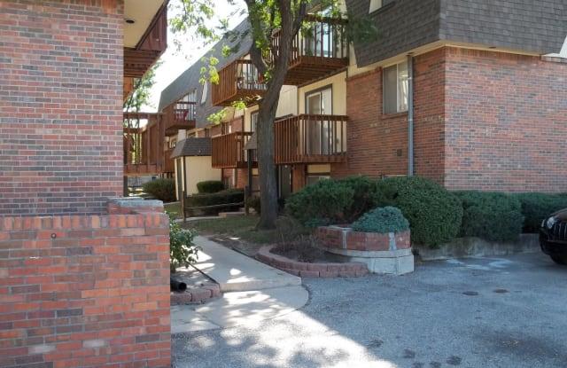 Highland Square - 1322 N Woodlawn St, Wichita, KS 67208