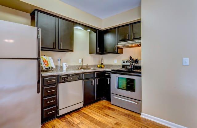 Jamestown Apartments - 400 Adamwood Dr, Nashville, TN 37211