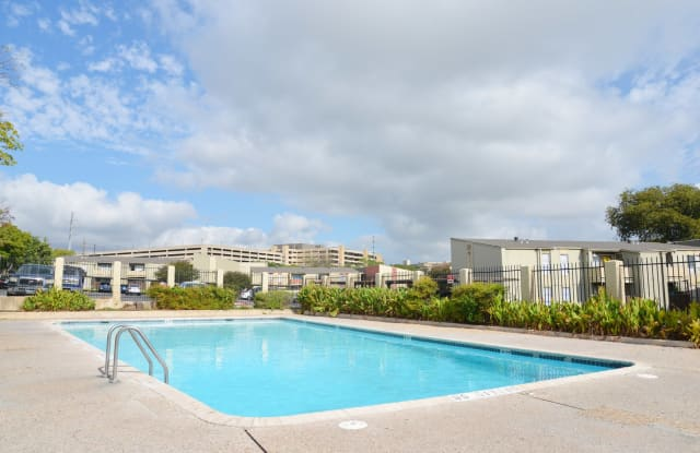 Auburn Creek Apartments - 4411 Gardendale St, San Antonio, TX 78240