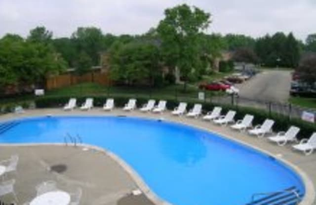 Meridian Lakes Apartments - 7344 Meridian Hills Ct, Indianapolis, IN 46260