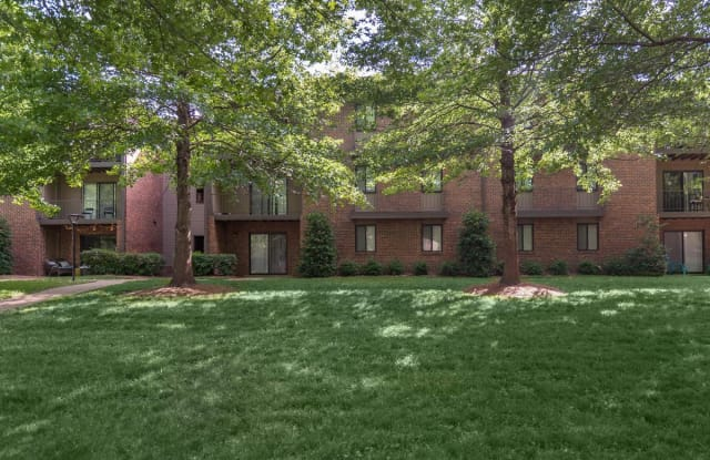 Park West at Hillwood - 6319 Charlotte Pike, Nashville, TN 37209