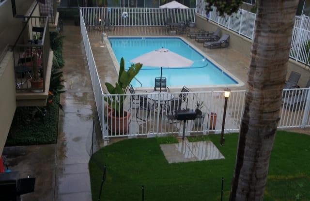 Chateau Vue Apartments - 2920 Clairemont Dr #14, San Diego, CA 92117