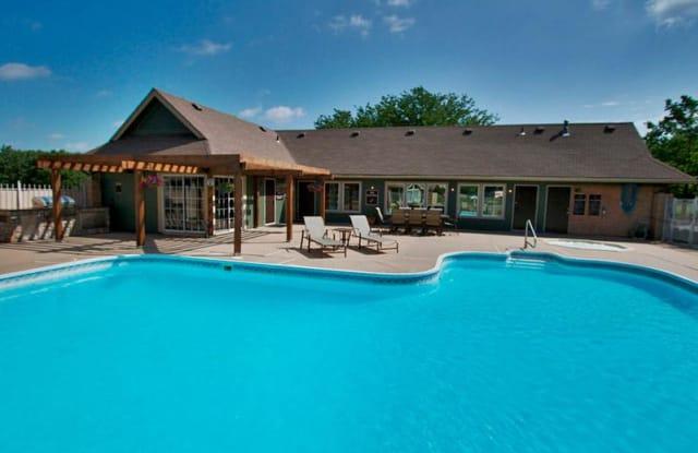 The Lodge - 1141 NW Arlington Pl, Blue Springs, MO 64015