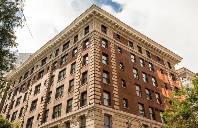 The Fairfax Apartments - 117 W City Hall Avenue, Norfolk, VA 23510