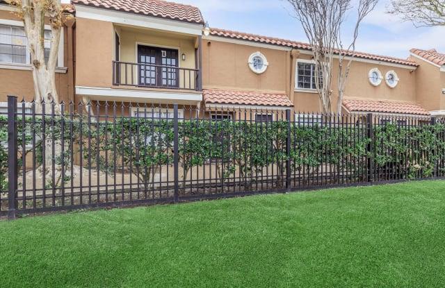 Trafalgar Apartment Homes - 2900 Briarhurst Dr, Houston, TX 77057