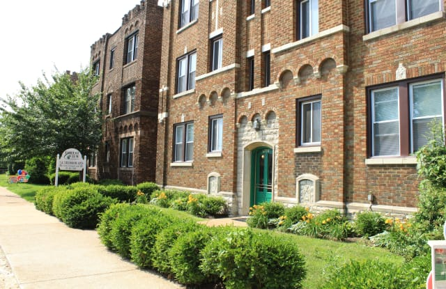 Forest View East & West - 6734 Clayton Avenue, St. Louis, MO 63139