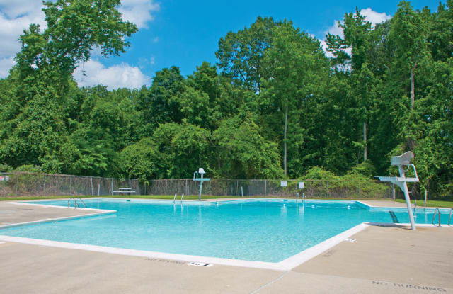 Plaza Towers Apartments - 6700 Belcrest Rd, Hyattsville, MD 20782