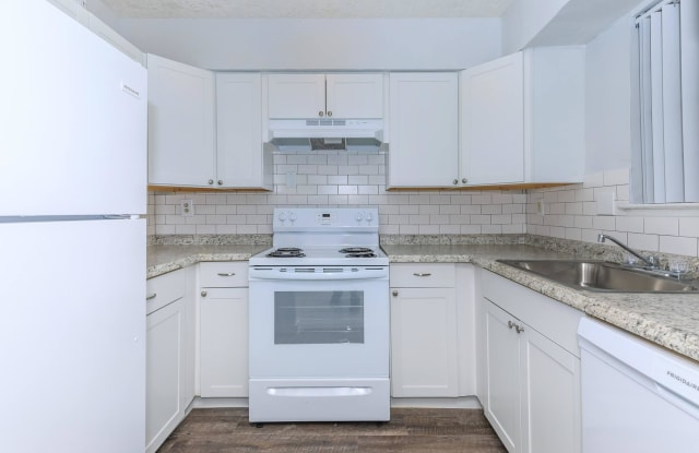 Broadway Park Apartments - 2505 Broadway St Suite 23, Houston, TX 77012