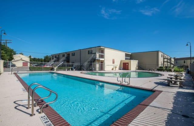 Oaks Of Baytown Apartments - 2011 Ward Rd, Baytown, TX 77520