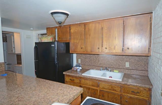 Wellington Commons - 1001 North Grandview Avenue, Odessa, TX 79761