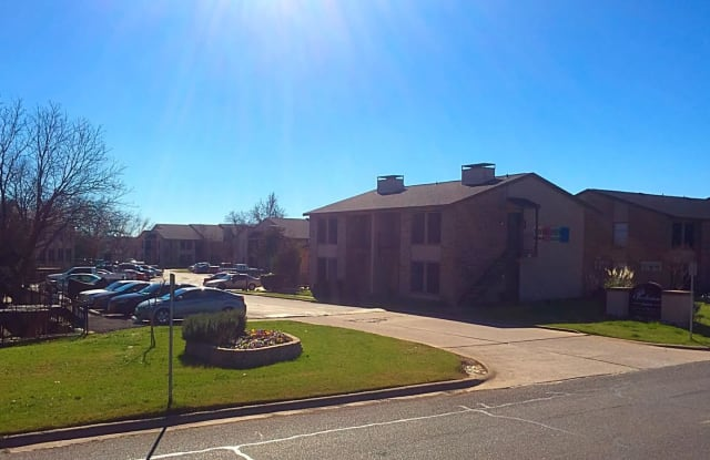 Parkview Apartment Homes - 1200 W Taylor St, Sherman, TX 75092