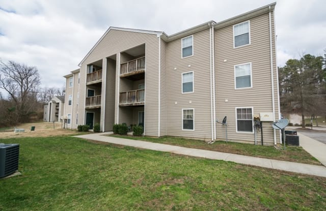 Riverview Apartments - 205 Archer Ave, Colonial Heights, VA 23834