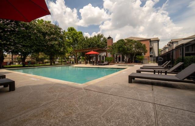 Clarewood Apartments - 1400 Clarewood Dr, San Marcos, TX 78666