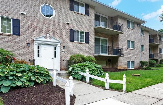 Dunhill South Apartments - 5815 Marlboro Pike, Forestville, MD 20747
